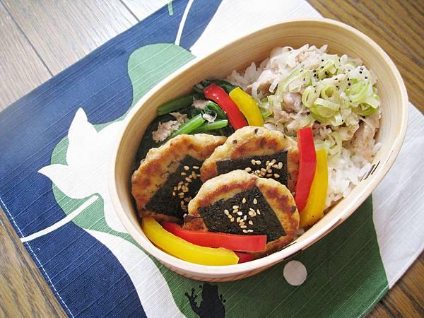 【愛妻便當圖解-44】鹽蔥豬肉、豆腐磯邊燒、鮪魚拌菠菜、梅漬甜椒