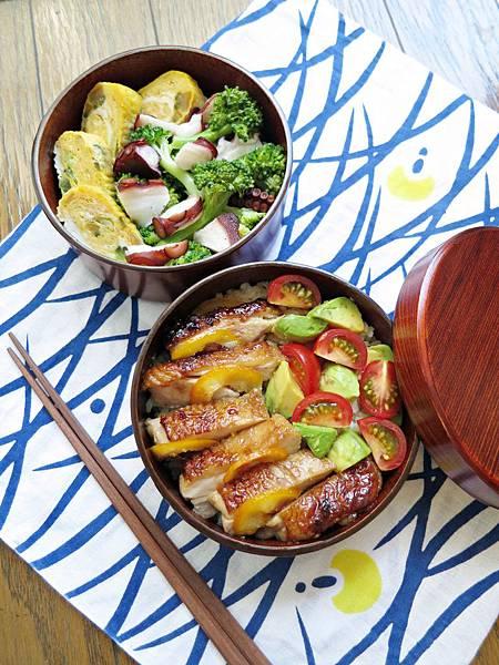 橙汁雞排酪梨番茄丼、油醋章魚拌花椰菜、醬瓜玉子燒