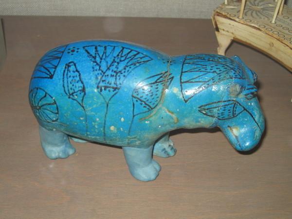 藍色河馬是週邊商品最多的明星展品,展覽位置卻很不起眼