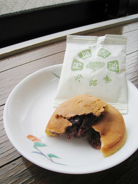 「阿闍梨」是佛教用語「導師、教授」之意,不是梨子做的餅。