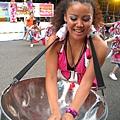 這個豐腴的女鼓手有一種動感魅力