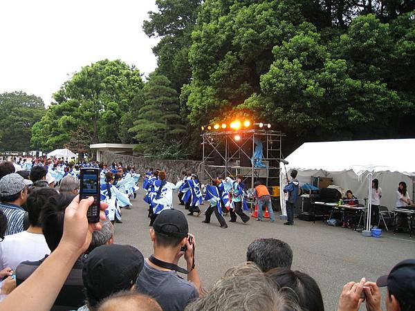 半小時後我轉戰8號會場:代代木公園入口廣場