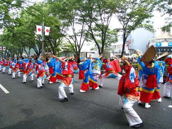 來自四國的人氣舞團「十人十彩」照例贏得滿堂彩