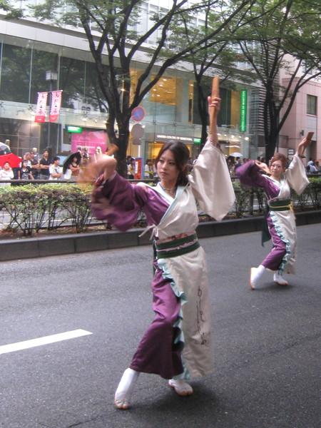 大白說這支舞團的造型創意來自酒店公關