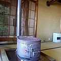 房間內還有老式的暖爐,超酷的