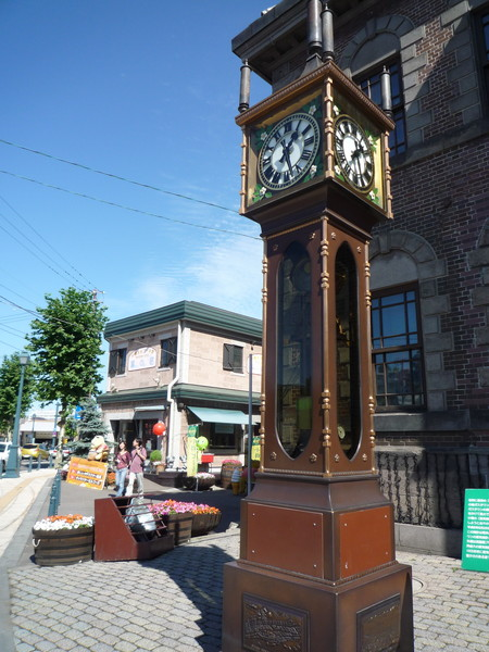 小樽音樂盒堂本館前知名的蒸氣時鐘,整點報時,每隔15分鐘也會以蒸氣奏出5個音階