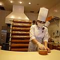有師傅現場製作北菓樓招牌的「妖精の森年輪蛋糕」