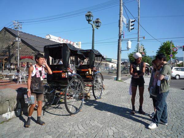 北海道的觀光區這類觀光人力車很多,但我們沒有嘗試