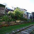 舊鐵道旁的住家