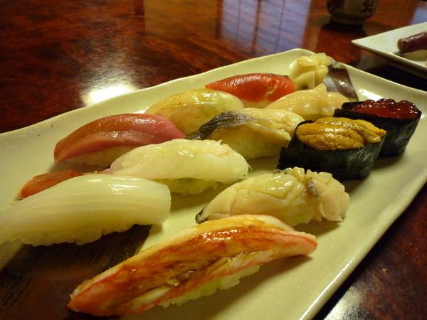 沒想到壽司的鮮度普通,壽司飯過於乾硬,跟我在東京吃的便宜迴轉壽司等級差不多