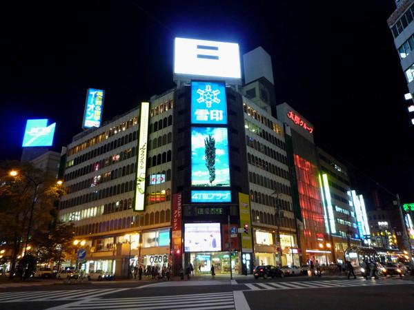 札幌市區的夜晚其實很熱鬧,不比東京差多少