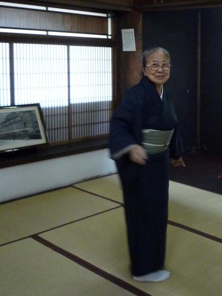 這位八十五歲的老奶奶,為我們導覽海陽亭內的歷史古蹟