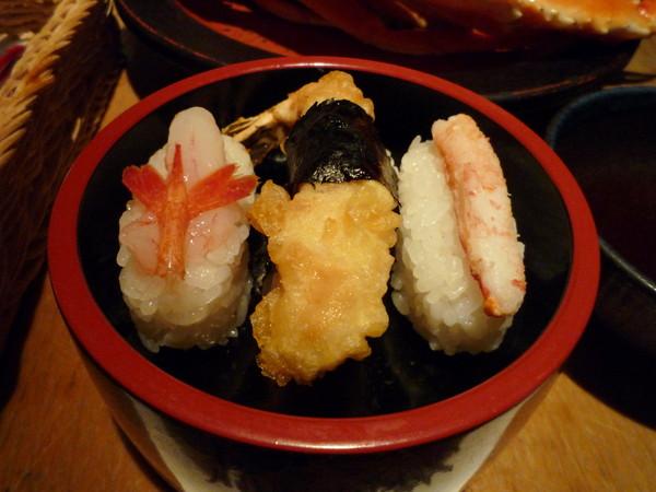 握壽司口感欠佳、米飯乾澀,我和大白只吃了一口