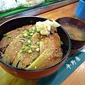 札幌場外市場「平野屋」的炙烤銀鰈魚丼