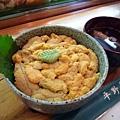 札幌場外市場「平野屋」的海膽丼