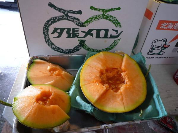 札幌場外市場水果店賣的夕張哈密瓜