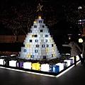森大樓廣場前的聖誕樹燈飾