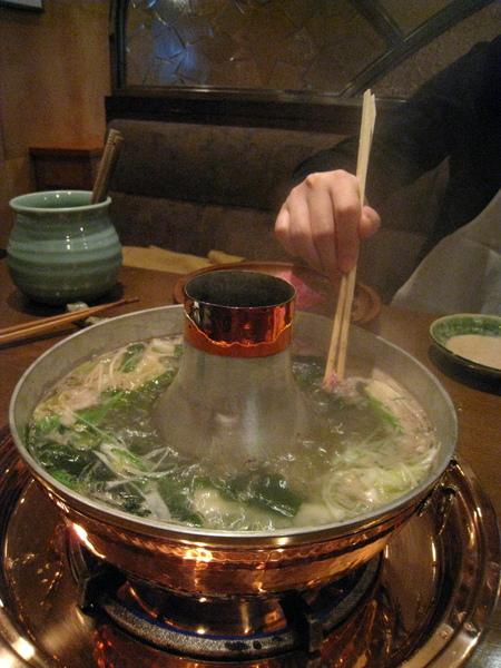 日式涮涮鍋不像台灣的那麼澎派,吃巧不吃飽