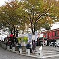 麻布十番的小廣場,經常舉辦週末農產市集