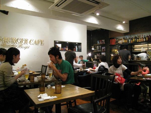 今天東京又濕又冷,店內的氣氛卻很溫馨愉快