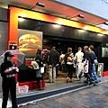 表參道上十一月初新開的速食店Quarter Pounder