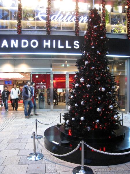 表參道之丘門口,十一月初就擺上聖誕樹