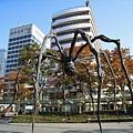 六本木之丘的地標,是法國藝術家LOUISE BOURGEOIS設計的大蜘蛛「MAMAN」
