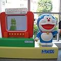 哆啦A夢與電視,尺寸比之前面那個哆啦A夢小很多