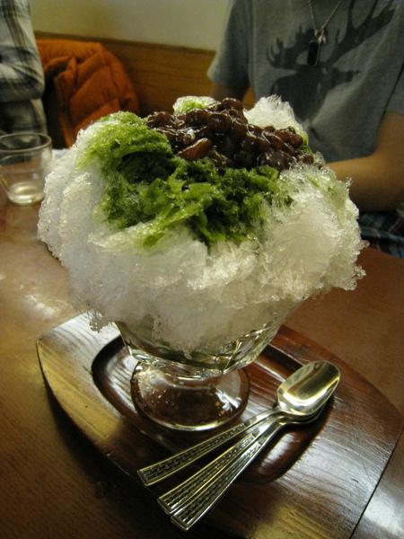 紅豆抹茶刨冰,好大一杯