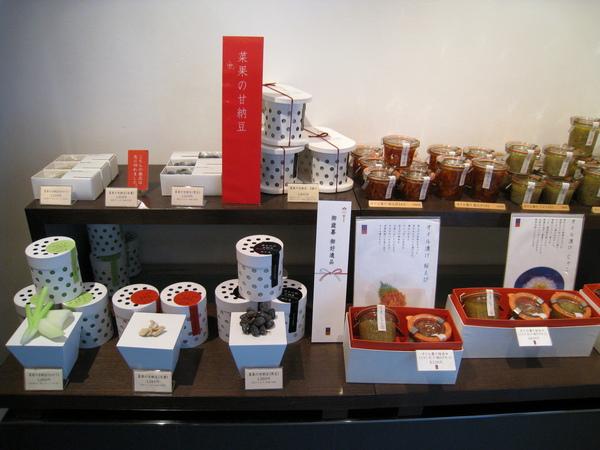 店內除了蛋糕甜品,也有賣一些送禮自用兩相宜的甜點,例如甘納豆
