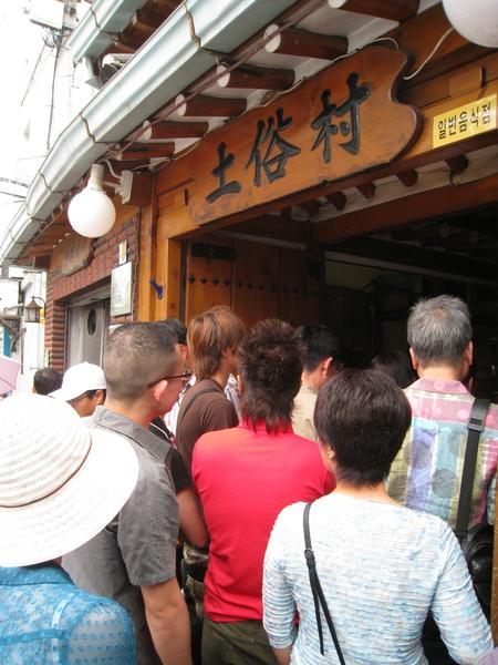 幸好店內座位非常多,只等了十五分鐘就吃到傳說中全首爾最好吃的蔘雞湯