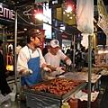 聽說是因為戰時(後?)韓國政府認為零食小吃是奢侈品,曾立下相關限制