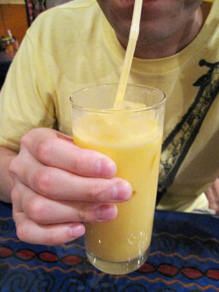大白最愛Mango Lassi,只要進印度餐廳他一定會點。SURYA的Lassi很好喝~