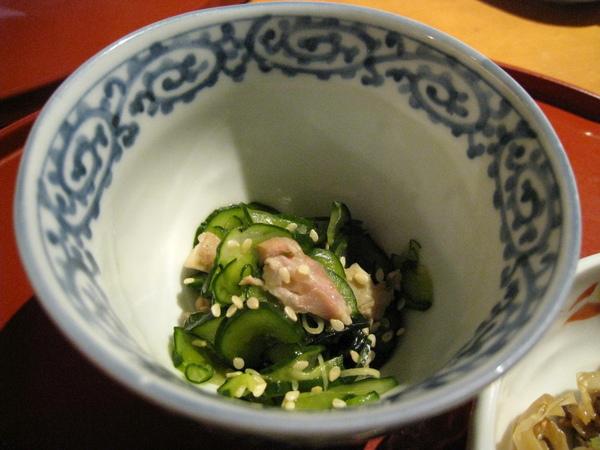 小菜之二:芝麻雞肉拌醋漬小黃瓜片