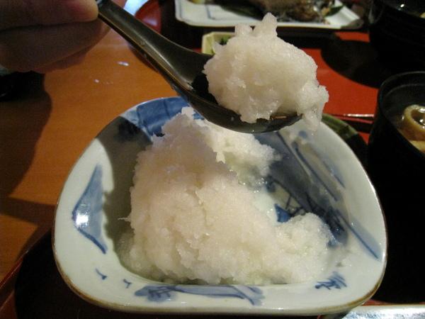 我最愛的白蘿蔔泥,可用醬油和柴魚粉調味,配魚吃很清爽
