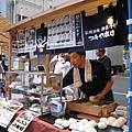每年納涼祭都有一區是日本各地特產展,例如這個賣包子的就是信州須坂的老舖
