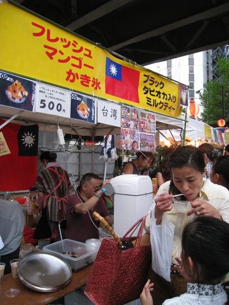 今年賣的依然是愛玉、芒果冰、珍珠奶茶之類的清涼冰品