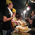 泰國攤位除了炒河粉以外也有賣一些串燒、蝦餅之類