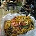 這樣一份泰式炒河粉五百日圓,還挺好吃的耶