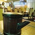 吃完麵後,服務生送上一壺熱呼呼的煮麵水