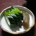 漬物是小黃瓜和醃蘿蔔,好吃但挺鹹的