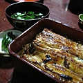 色川的鰻魚飯非常香嫩,一點腥味都沒有,連我這個怕鰻魚的人都愛
