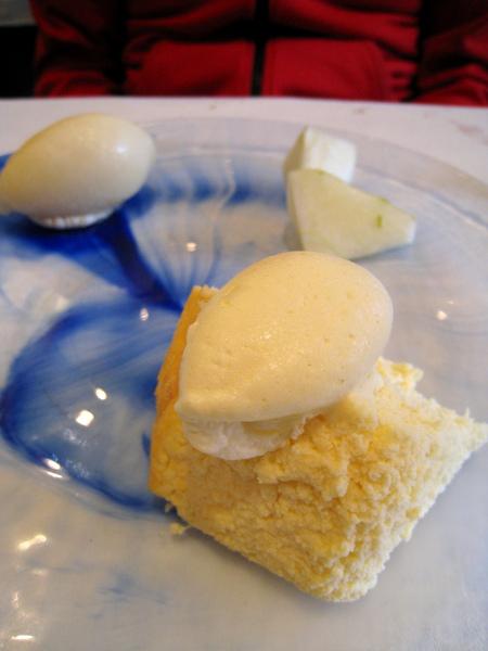 乳酪蛋糕香濃綿密,最後幾乎是被我吃光的