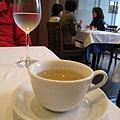 附餐飲料可選擇咖啡、茶、Espresso、花草茶。我們點了花草茶,很好喝