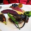 大白的主菜:黑胡麻烤白金豚佐無花果poêlé。