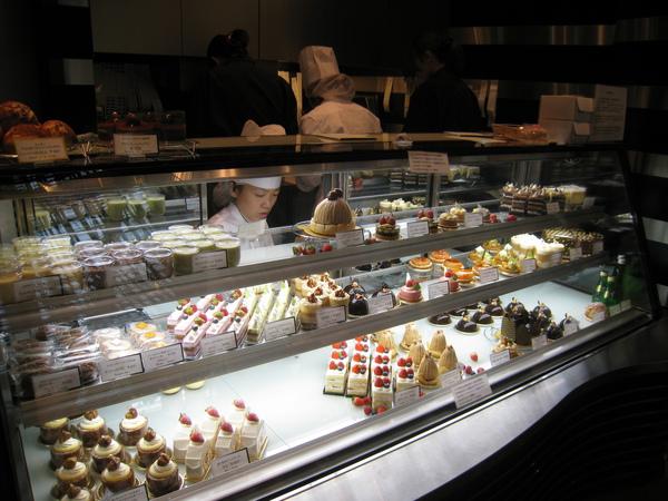外帶甜點櫃,一份甜點約500日圓,比內用的甜點便宜很多﹝可惜內用的那幾種甜點沒辦法外帶﹞