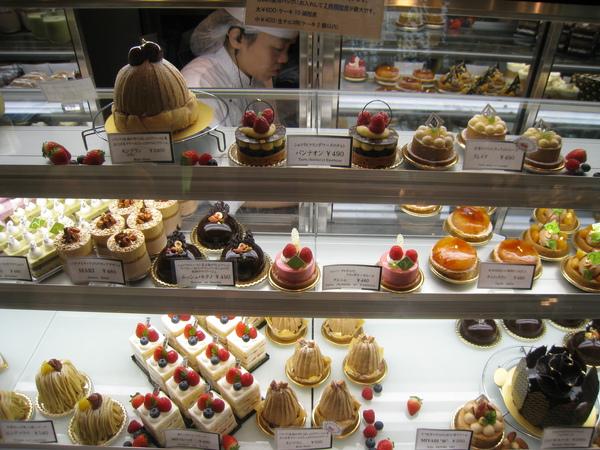 同樣是栗子蛋糕,我覺得左下的Yungfrau(少女峰)大勝Mont-Blanc(白朗峰,即俗稱的蒙布朗)