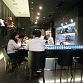 桌邊服務的價格不便宜,一份甜點約1300日圓,加上飲料一人要花2,000日圓跑不掉