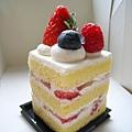 10/25之二:MT Fraise是大白最愛的草莓鮮奶油蛋糕,拍起來壯觀,其實很小一個