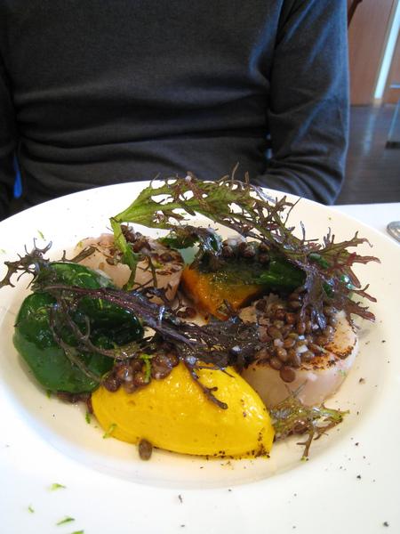 前菜吃來吃去還是最喜歡這道酸橙醬香煎干貝佐南瓜慕斯,每次來都想點